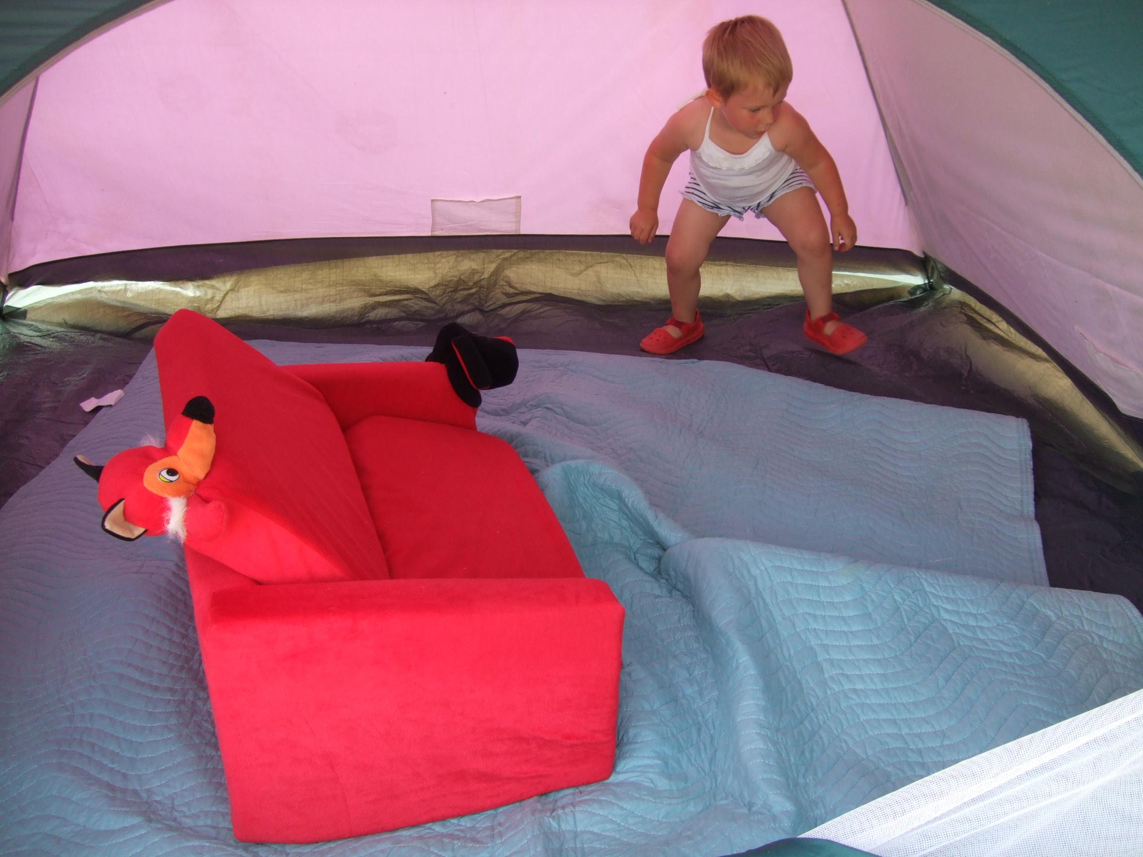 Poppy sets up the inside