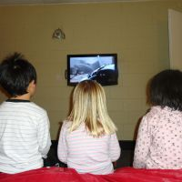 Joey, Poppy & Qing Qing watching How To Train Your Dragon in our motel room