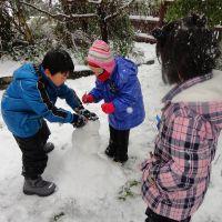 The kids make a snow man