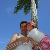 Simon & Poppy & a palm tree