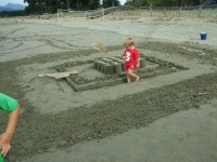 Poppy playing in Seth\'s castle