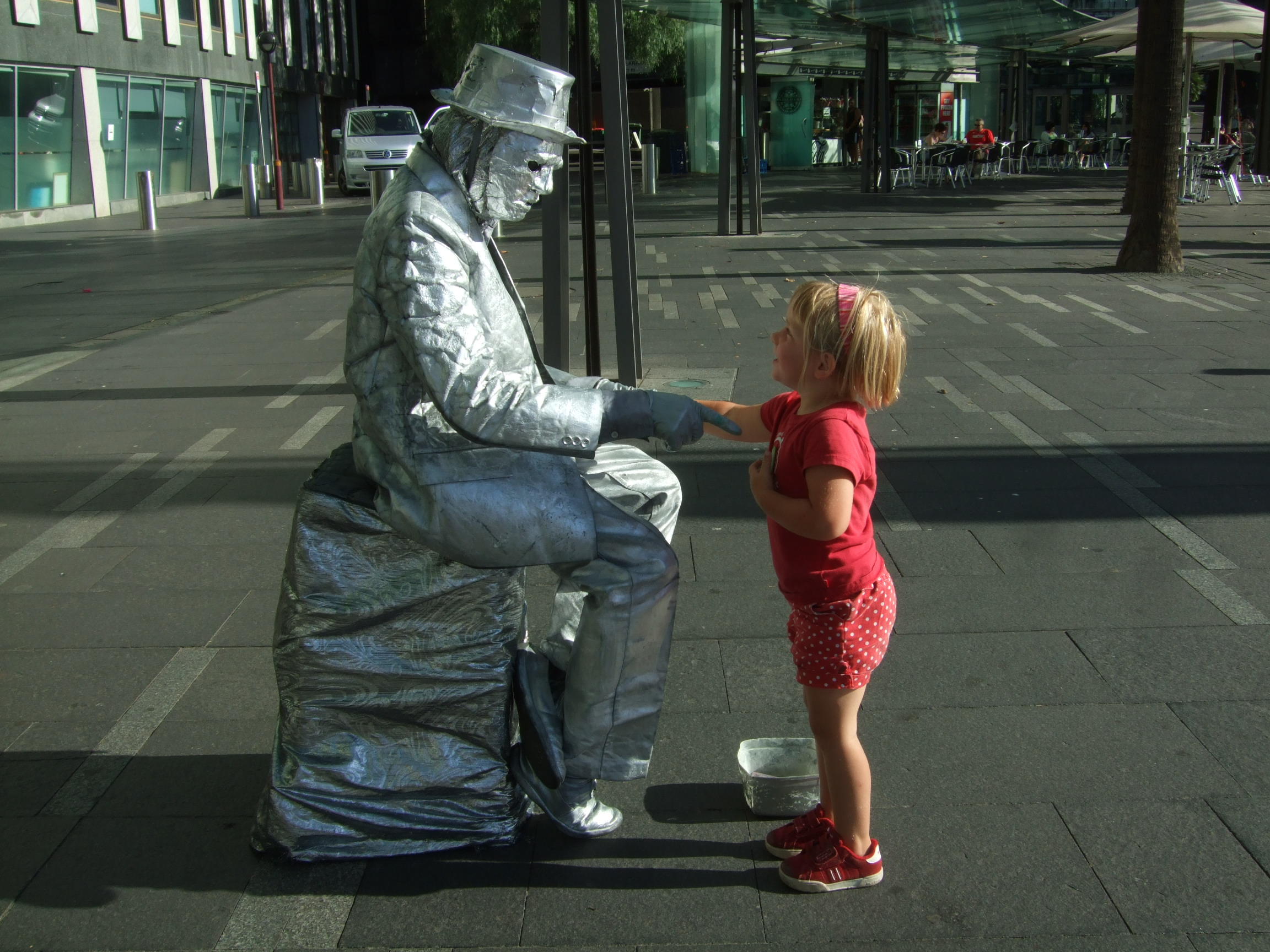 meeting-the-statue